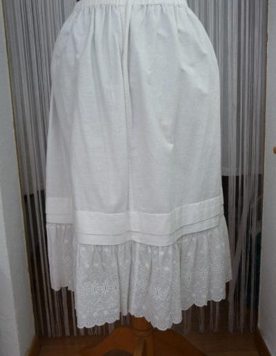 Unterrock mit breiter Spitzenbordüre. Wird über der Leggings / Spitzenhose getragen